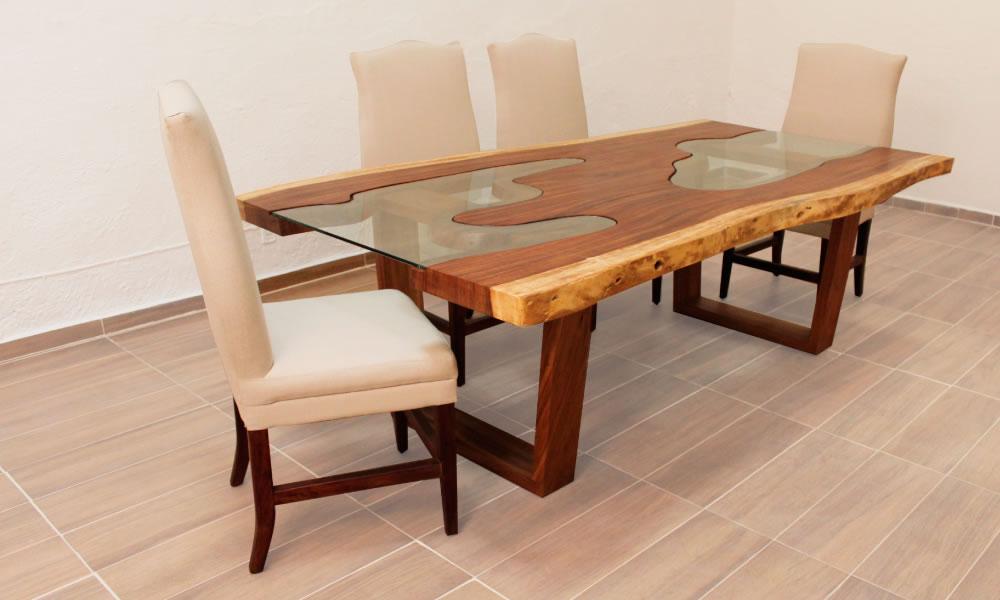 Hermosa mesa de parota con cristal que armoniza con las formas