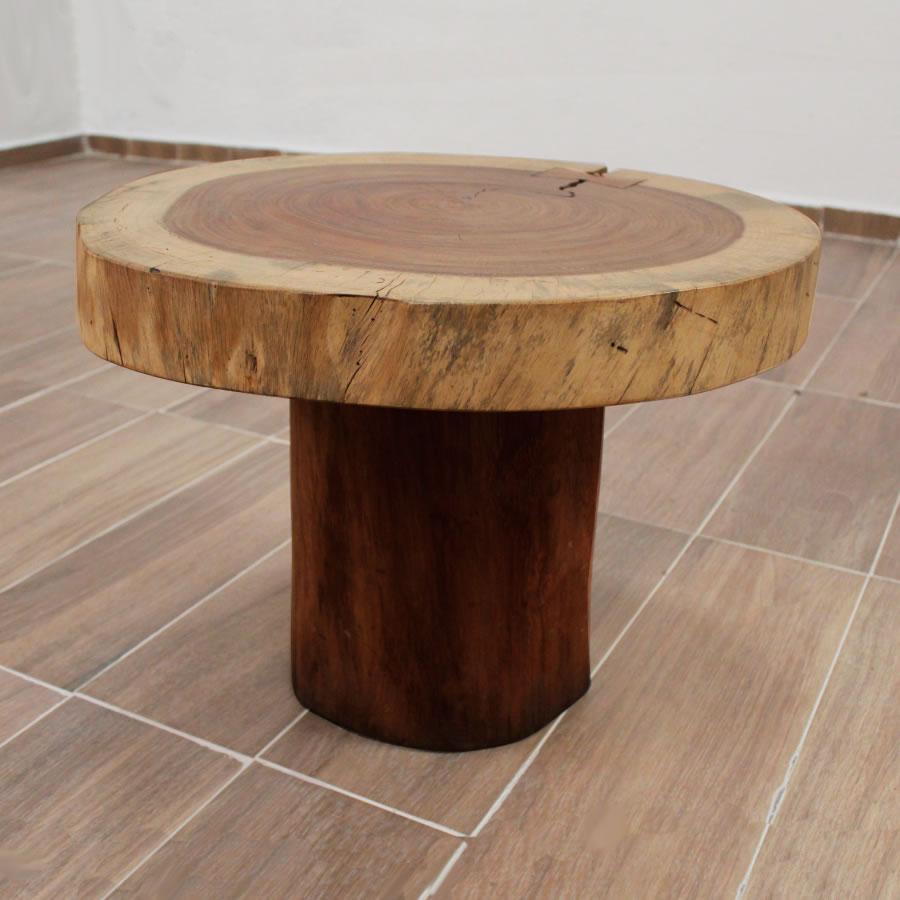 Mesa lateral de líneas orgánicas con rodaja de madera de parota